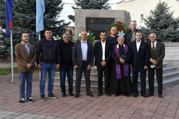 Polaganjem vijenaca i otvaranjem izložbe u Čepinu svečano obilježena 29. Obljetnica slavne 130. brigade Hrvatske vojske