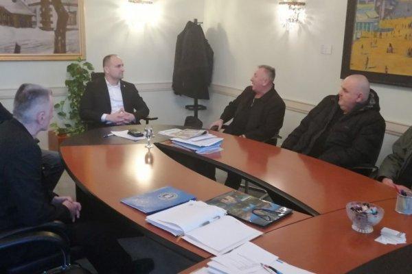 Udruge  HOS-a  u radnom posjetu kod župana  Anušića.