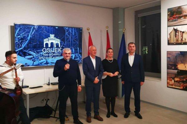 """Wien/Beč: Svečano otvorena reprezentativna i vrijedna izložba """"Osijek na udaru brutalne agresije"""""""