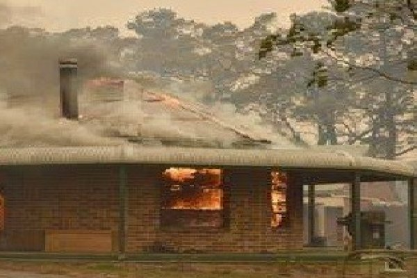 Australija gori, političari im se češljaju,  a zeleni se vesele smrknuta lica
